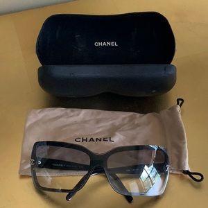 Authentic Black Chanel Sunglasses 🕶